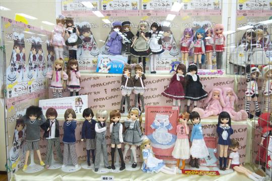 P1070577_dollshow34_edited-1.jpg
