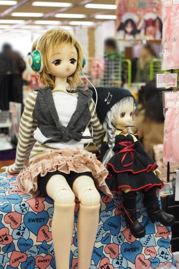 P1202011_dollshow36_edited-1.jpg